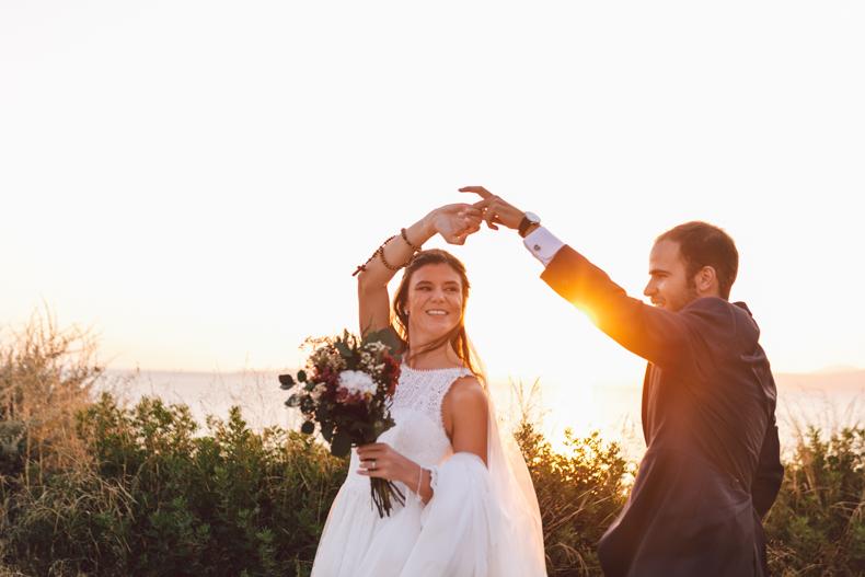 Wedding Destination Mallorca, posado novios ensayando el baile